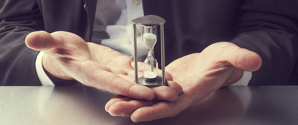 6-tips-to-minimize-time-consuming-tasks-hourglass-in-hands.jpg